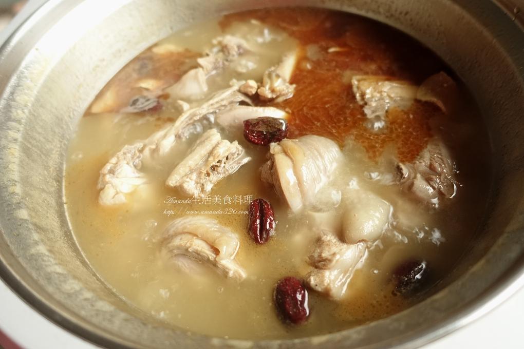 米血糕,雞湯,雞酒,雞酒料理,麻油米血,麻油米血湯,麻油雞,麻油雞湯,麻油雞米血,麻油雞酒,麻油麵線