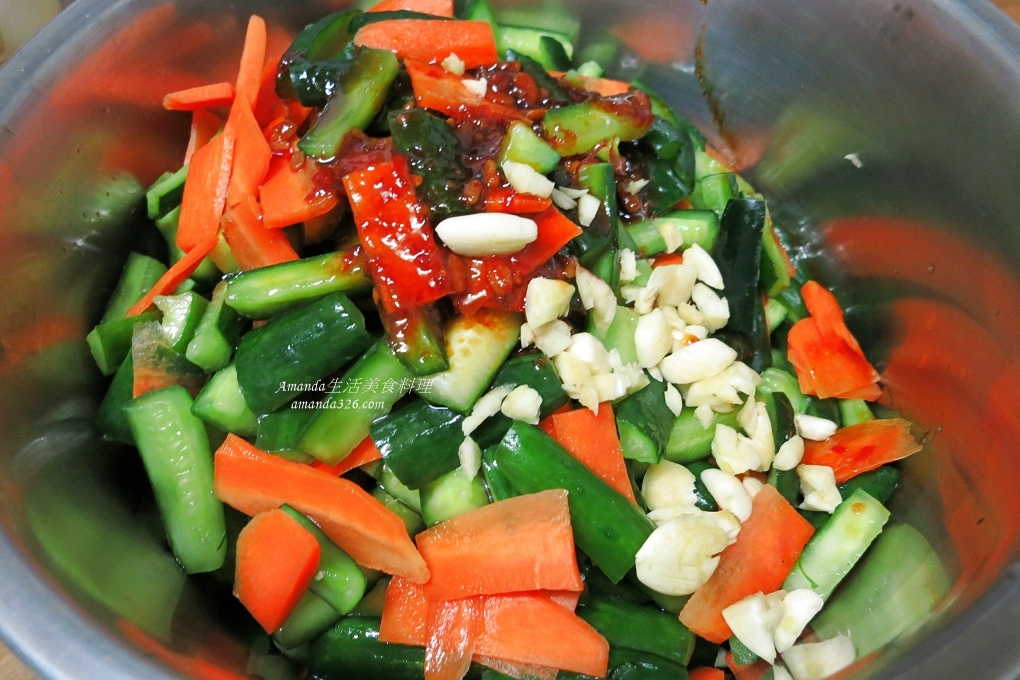 小黃瓜,涼拌,涼拌小黃瓜,涼拌小黃瓜豆瓣醬,涼拌菜,豆瓣醬,辣味小黃瓜,辣味涼拌小黃瓜,辣小黃瓜,辣醃小黃瓜,辣黃瓜