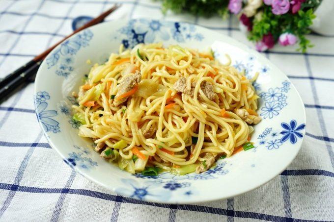 今日熱門文章:台式傳統肉絲炒麵、台灣小吃、炒麵這樣作最美味  影音