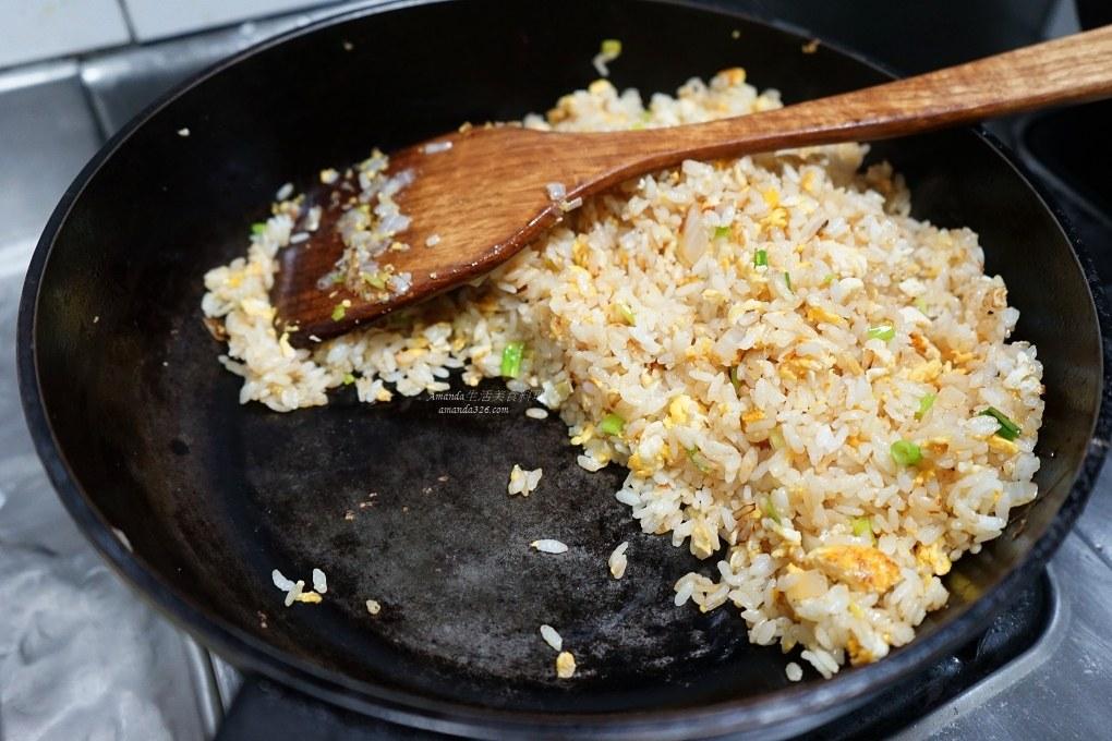 冷飯炒飯,炒飯,炒飯秘訣,炒飯粒粒分明,熱飯炒飯,白飯,蔬菜蛋炒飯,蛋炒飯,醬油炒飯,雞蛋