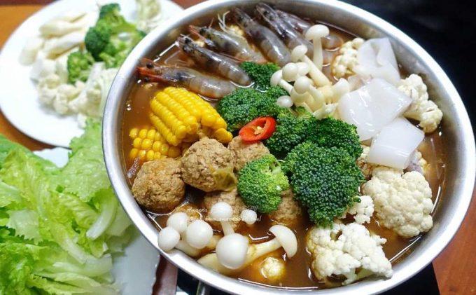 延伸閱讀:海鮮咖哩火鍋 蔬菜湯底-自製火鍋丸  影音