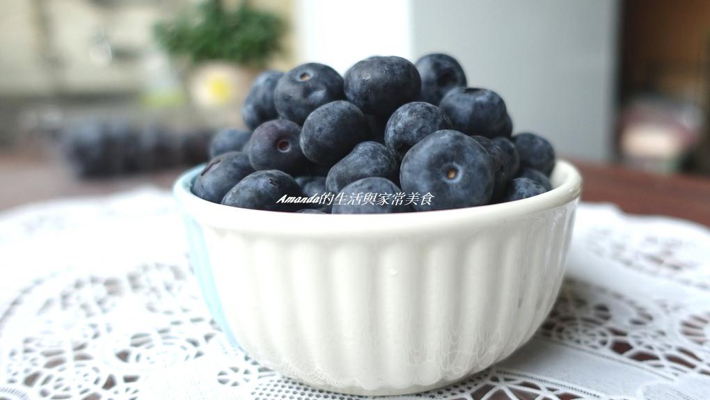 """新鮮酸甜""""智利藍莓""""讓人愛不釋口 -藍莓鮮蝦沙拉-藍莓香草冰淇淋鬆餅"""