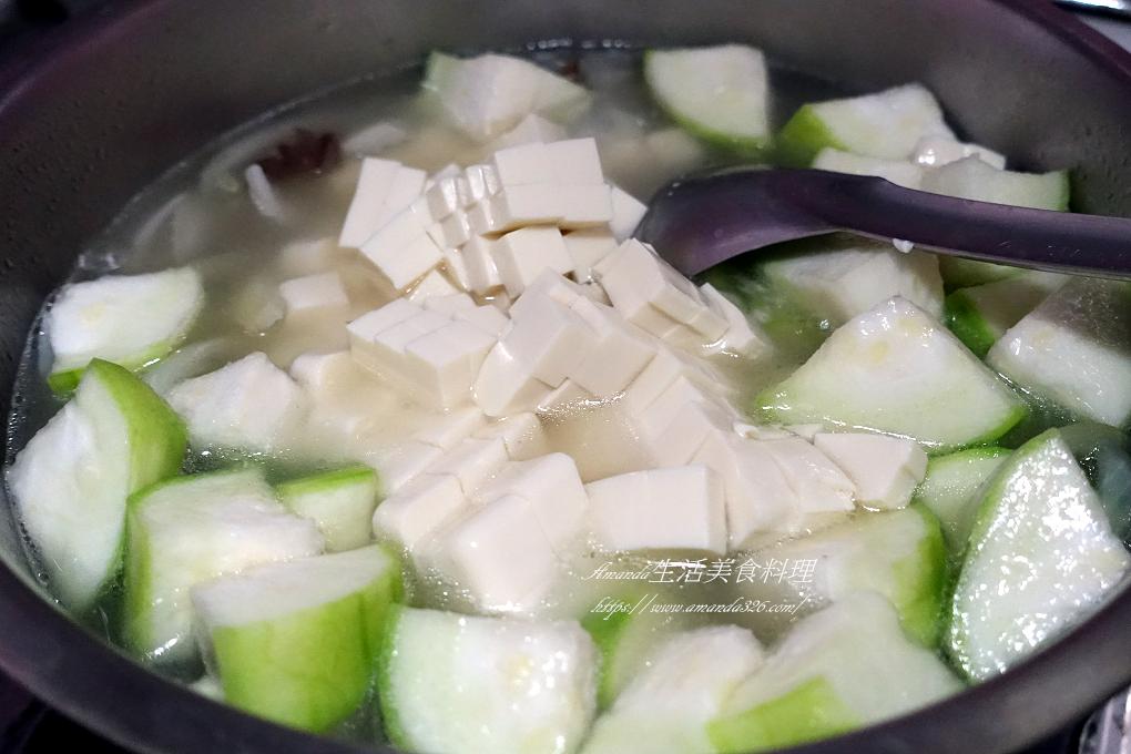 味噌湯,好市多,松阪肉,松阪豬湯,松阪豬肉湯,根莖,絲瓜,綠花椰,蔬菜,豆腐,豬肉蔬菜湯,颱風