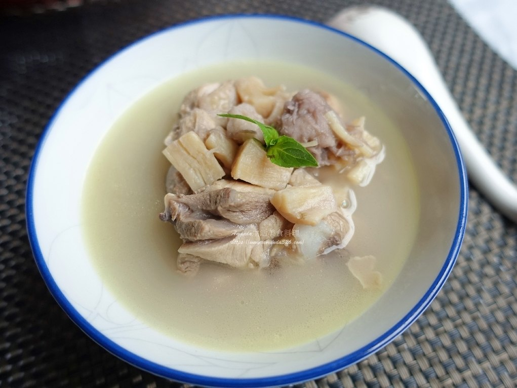 干貝料理湯,干貝湯,干貝湯料理,濃湯,煲湯,禦寒,芋頭,芋頭煲湯,芋頭燉雞,芋頭雞湯,芋頭雞湯電鍋,芋頭雞肉湯,雞湯