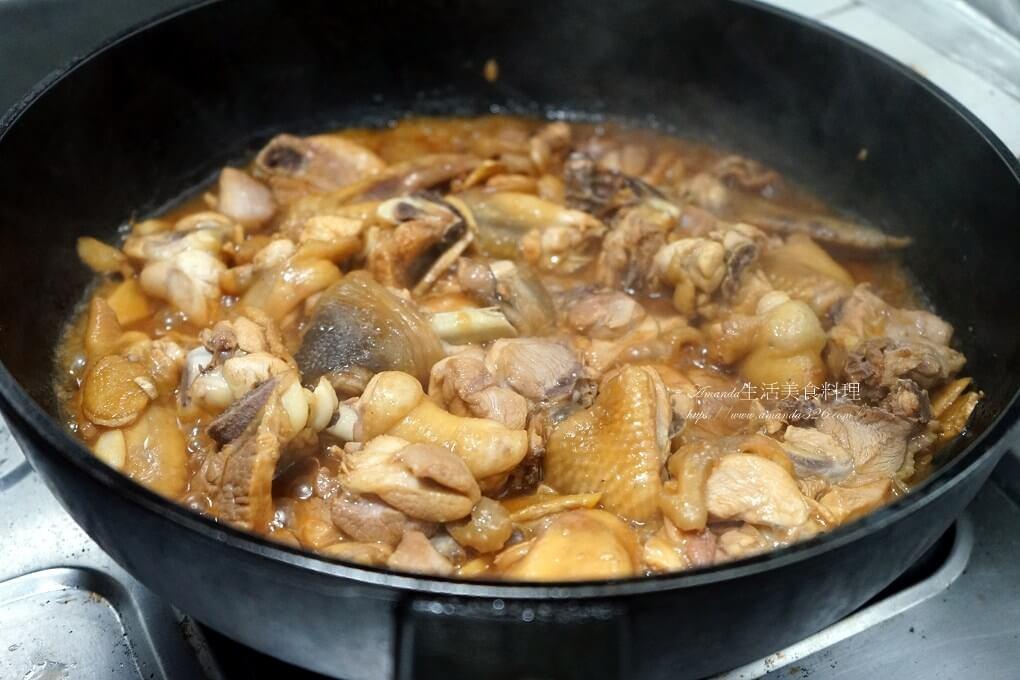 三杯雞,三杯雞砂鍋,三杯雞鍋,三杯雞電鍋,九層塔,土鍋,無水料理,焦香,砂鍋,砂鍋料理,米酒,醬油,鑄鐵鍋三杯雞,雞肉,麻油