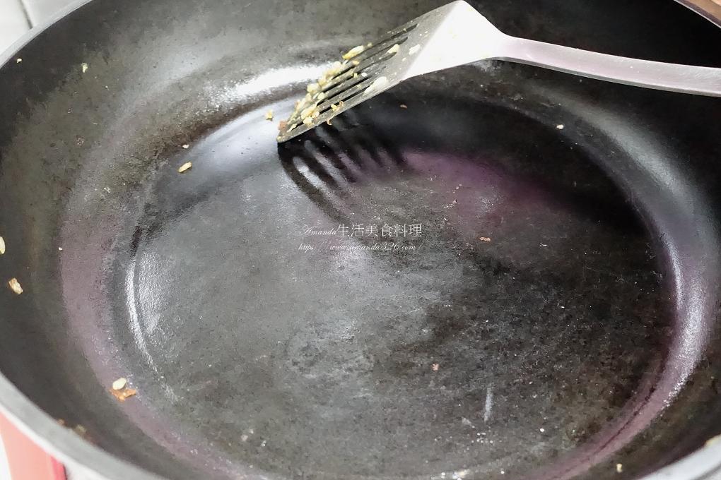剩飯,剩鮭魚炒飯,炒飯,鮭魚,鮭魚炒飯,鮭魚炒飯 食譜,鮭魚炒飯作法,鮭魚炒飯做法,鮭魚炒飯配料,鮭魚炒飯高麗菜,鮭魚蛋炒飯