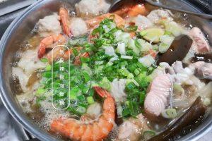 今日熱門文章:剝皮辣椒海鮮鍋-湯鮮辣好喝