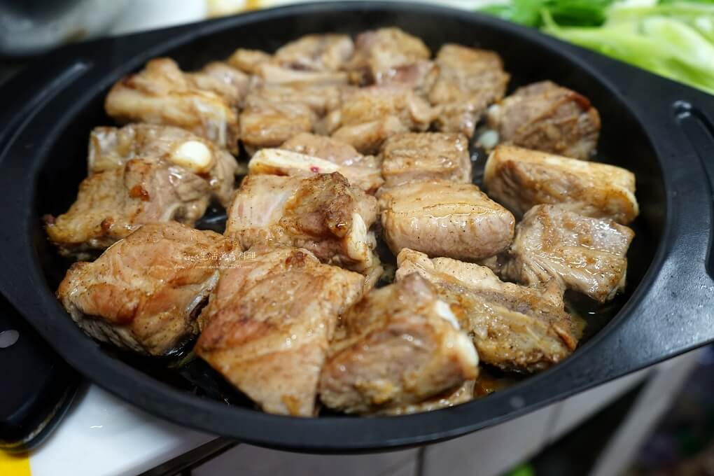 小排料理,帶骨豬小排料理,烤小排,烤小排骨,烤小排骨做法,烤豬小排,烤豬排骨,煎豬小排,豬小排,豬小排 料理,豬小排 食譜,豬小排料理,豬腩排料理,香煎豬小排