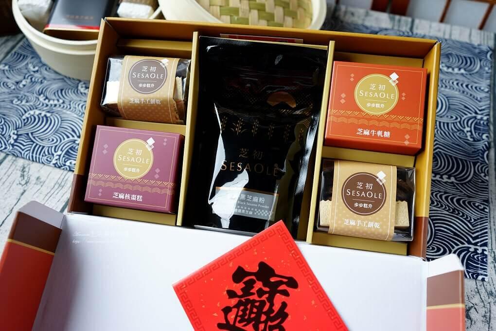 伴手禮,年節禮盒,油飯,禮盒,米糕,芝初芝麻,芝麻禮盒,蒸蒸日上,麻油雞