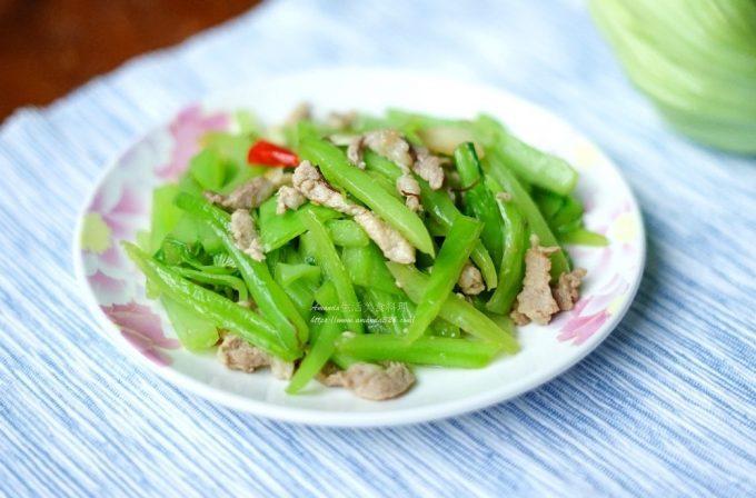 今日熱門文章:蠔油芥菜炒肉絲-去除苦味好簡單