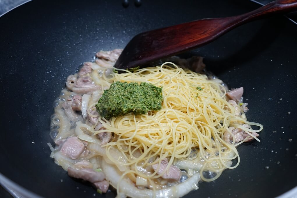 天使細麵,義大利麵,雞肉麵,青醬,青醬雞肉,青醬雞肉義大利麵