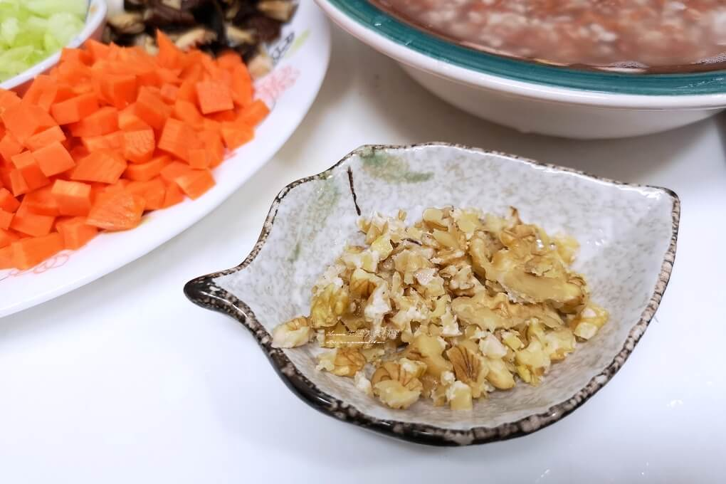 炊飯,素飯,胭脂稻,胭脂米,胭脂飯,雪蓮子,雪蓮子怎麼煮,雪蓮子料理,雪蓮子煮法,雪蓮子電鍋,鷹嘴豆,鷹嘴豆飯