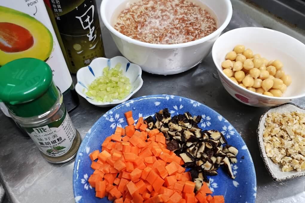 炊飯,素飯,胭脂稻,胭脂米,胭脂飯,雪蓮子,雪蓮子料理,雪蓮子電鍋,鷹嘴豆,鷹嘴豆飯