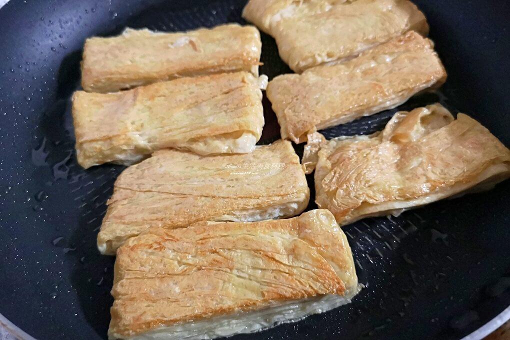 乾煎豆包,低醣,十分鐘上菜,十分鐘料理,植物蛋白質,減醣,烤豆包,煎豆包,煎豆包料理,生豆包料理,素食,豆包,豆包料理,豆包煎蛋,香煎豆包