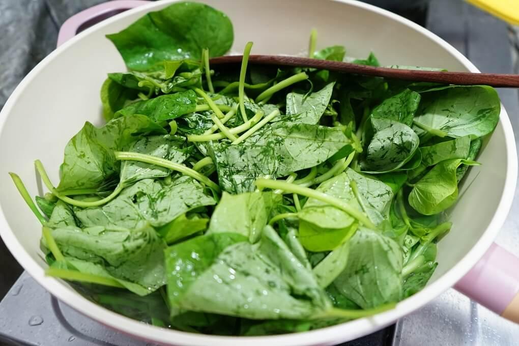 十分鐘上菜,十分鐘料理,台灣小吃,地瓜葉,小吃攤,小菜,拌地瓜葉,燙地瓜葉,燙蔬菜,燙青菜,豬油,豬油拌蔬菜,麵攤