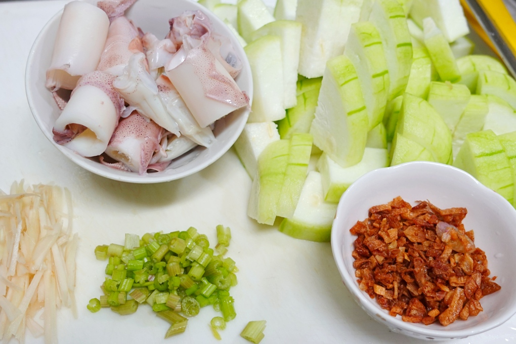 絲瓜小卷粥,絲瓜海鮮粥,絲瓜粥,絲瓜鹹粥,胭脂米粥,鹹粥